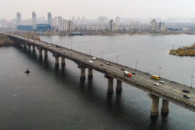 По правобережной развязке моста Патона ограничат движение транспорта