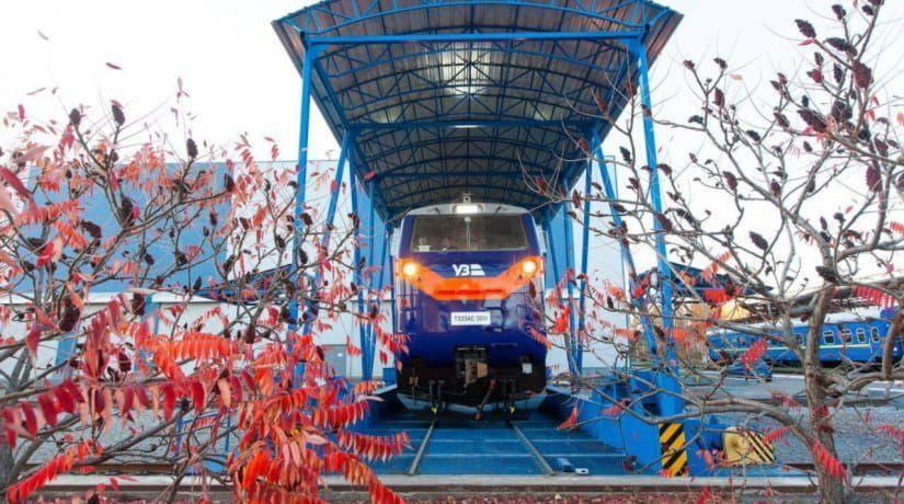 «Укрзализныця» запускает в тестовый рейс первый локомотив General Electric