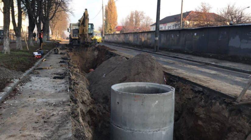 На улице Туполева обустраивают новую ливневую канализацию