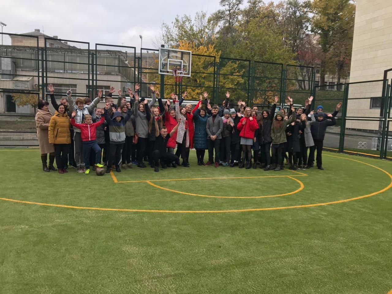 Школьное футбольное поле