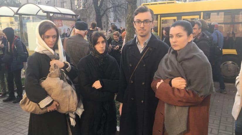Пассажирам общественного транспорта в Киеве покажут драматические миниатюры о Голодоморе