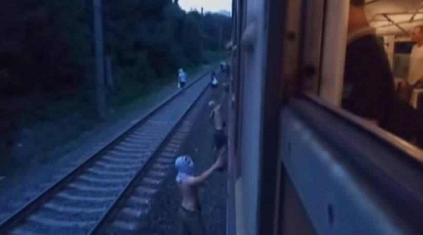 Задержаны вандалы, которые остановили электричку и забросали камнями пассажиров