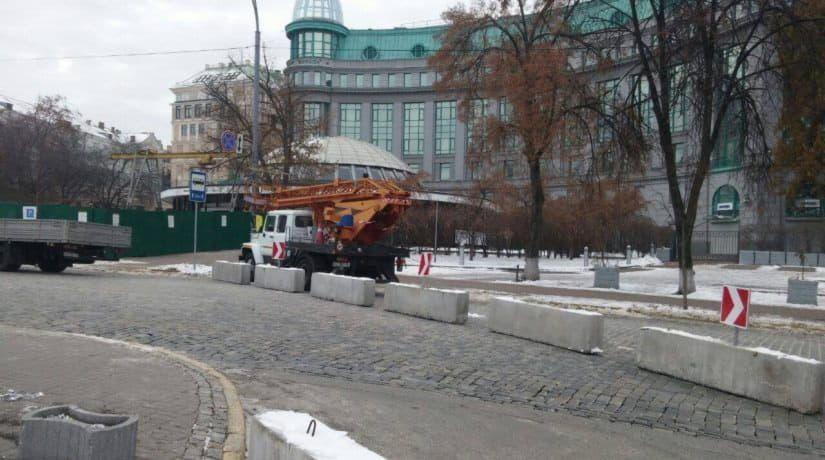 На Аллее Небесной сотни установили бетонные блоки для безопасности пешеходов