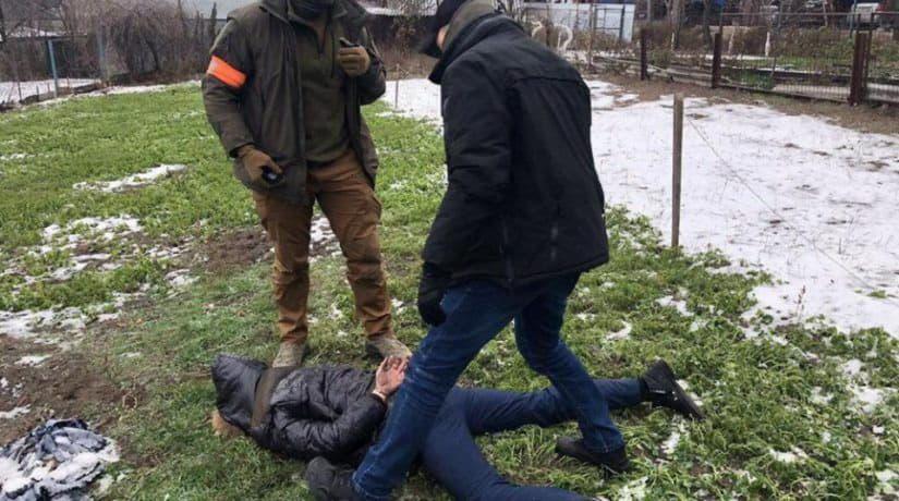 В Киевской области задержан офицер полиции при получении взятки в 100 тысяч гривен