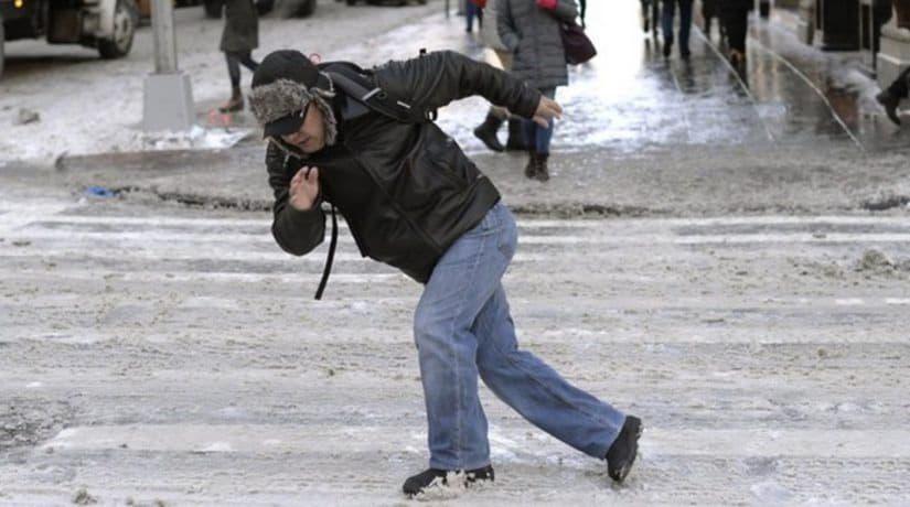 В столице ожидается снег и гололедица на дорогах