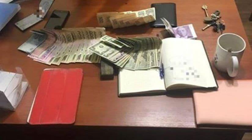 Чиновник Дарницкой РГА задержан на взятке за размещение автокофеен в парке
