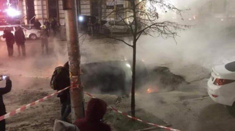 На улице Саксаганского обнаружены дополнительные повреждения теплосети