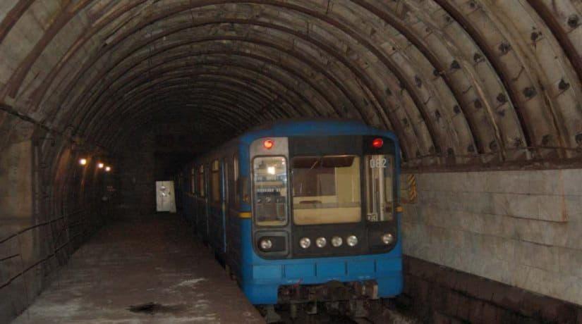 Движение метро от станции «Днепр» до станции «Лесная» остановлено