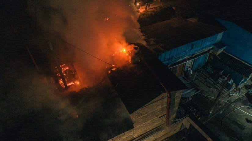 В Голосеевском районе горели склады с древесиной