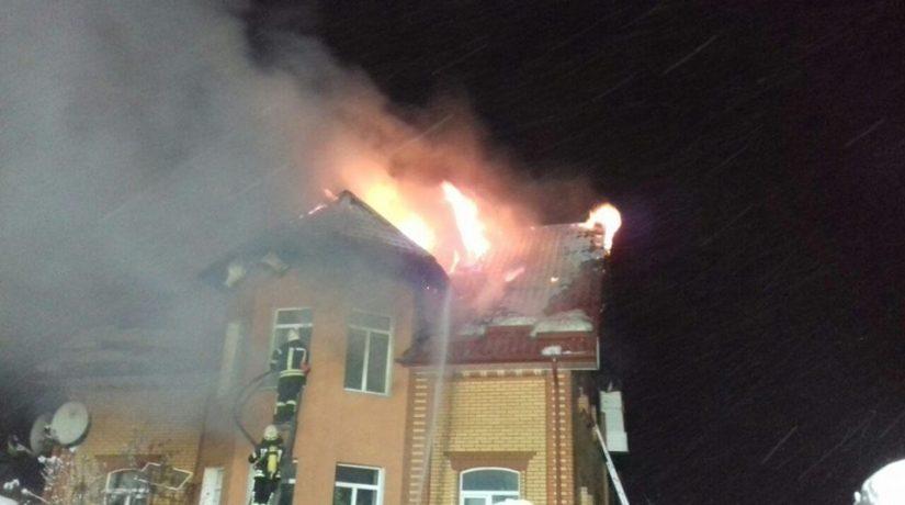 В Дарницком районе горел двухэтажный дом