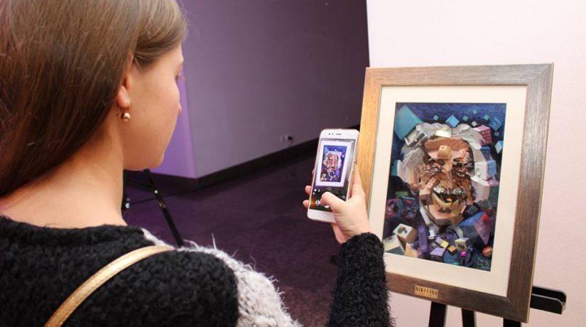 В Киеве открылась выставка 3D-картин «Твой подарок с эмоциями»