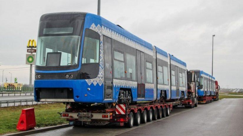 В Киев доставлены еще два трамвая Pesa