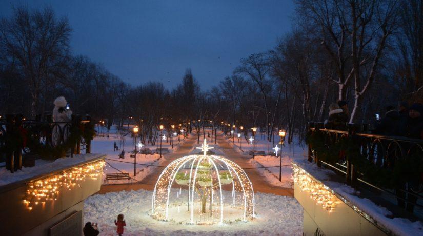 Парк «Наталка» засиял новогодними огнями