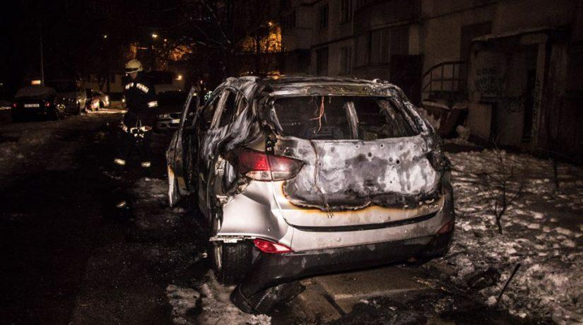 В Оболонском районе сгорел автомобиль Hyundai