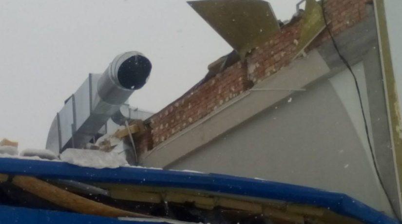 обвалилась крыша спорткомплекса