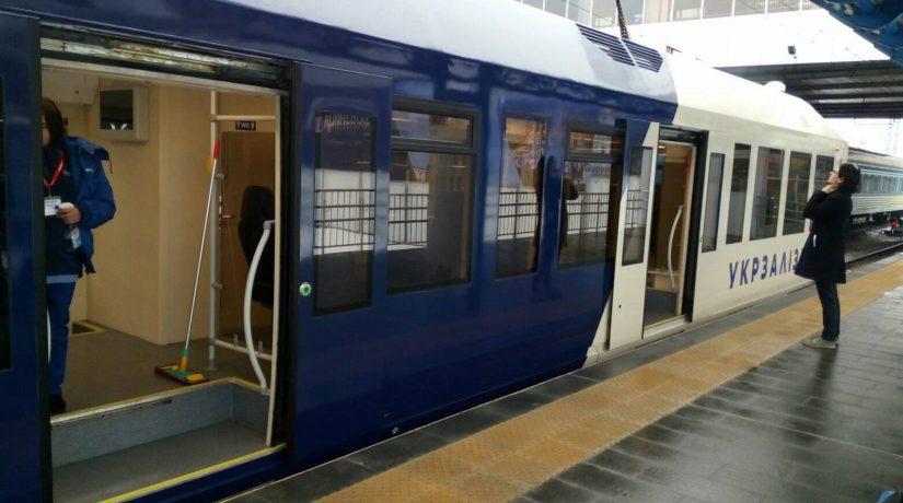 Поезд Kyiv Boryspil Express снова остановился в пути