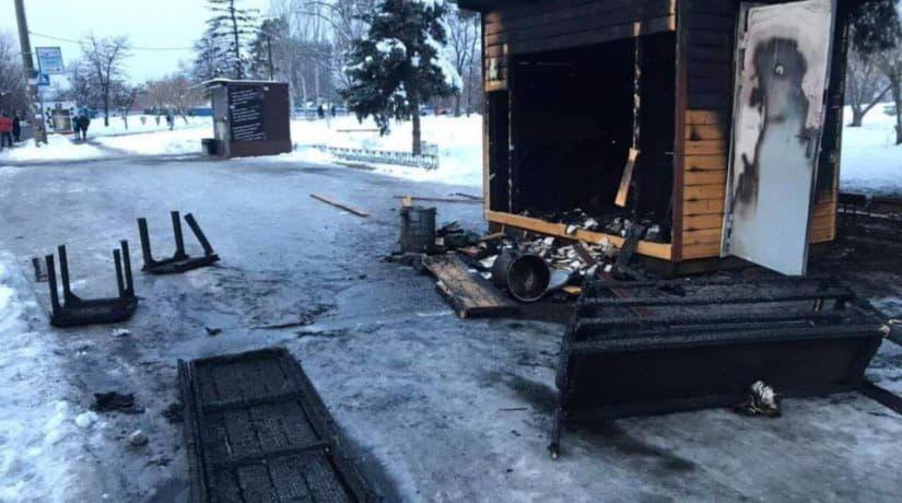 В Дарнице сожгли домик бесплатного питания «Обед без бед»