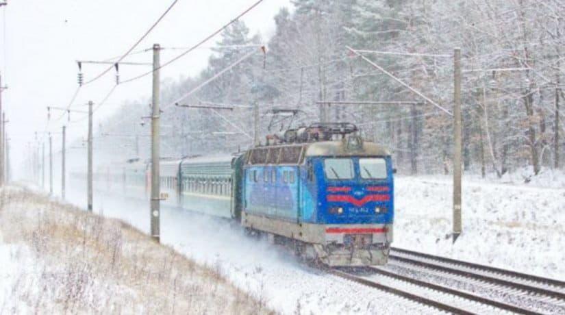 Из-за падения дерева и обрыва контактной сети возможны задержки пассажирских поездов