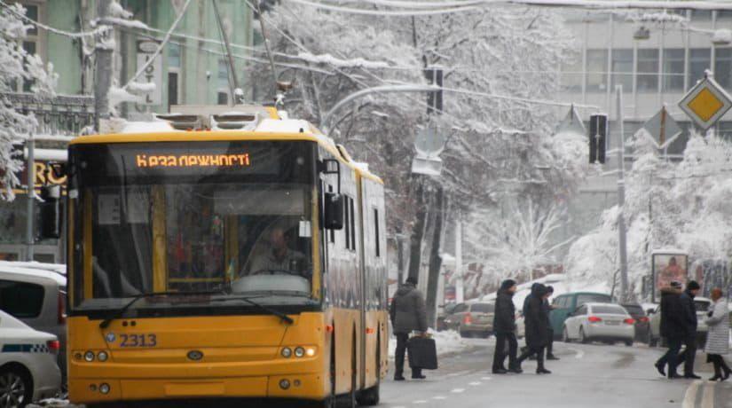 На время празднования Нового года и Рождества вносятся изменения в работу всех видов общественного транспорта