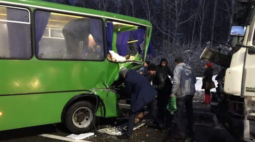 В Киевской области грузовик врезался в маршрутку с пассажирами
