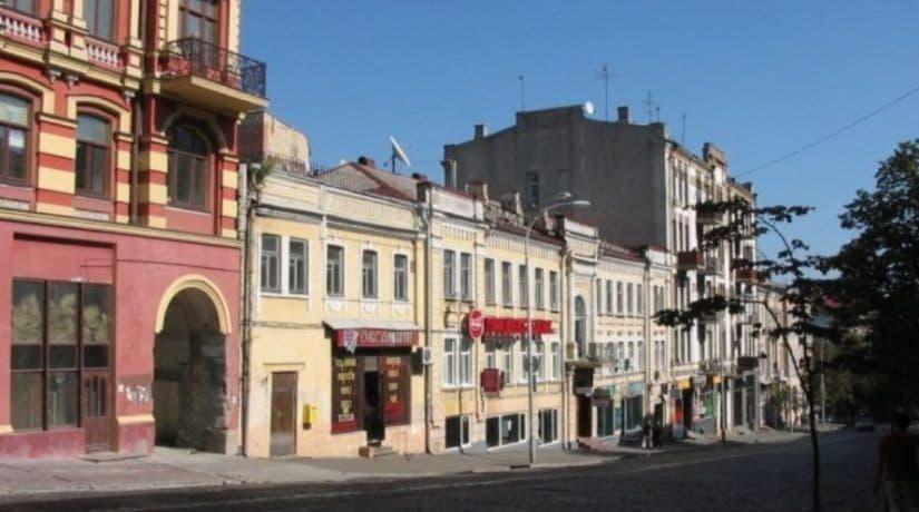 На улице Прорезной демонтировали 180 незаконных рекламных средств