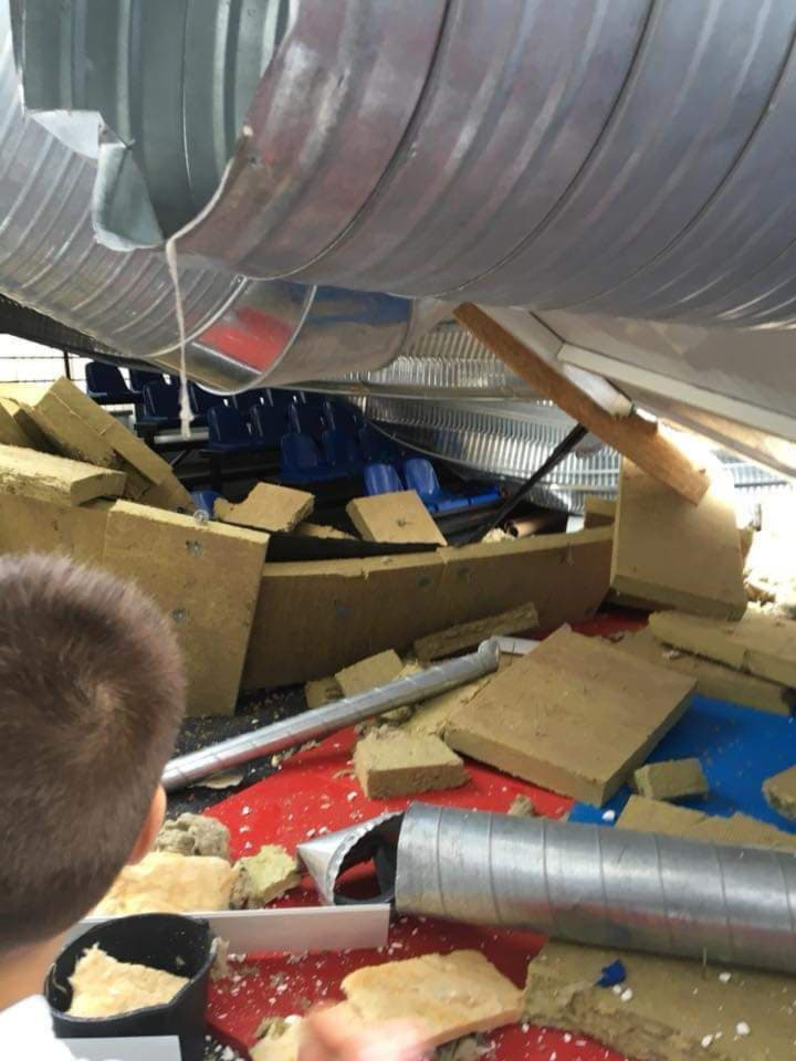 обвалилась крыша спорткомлекса