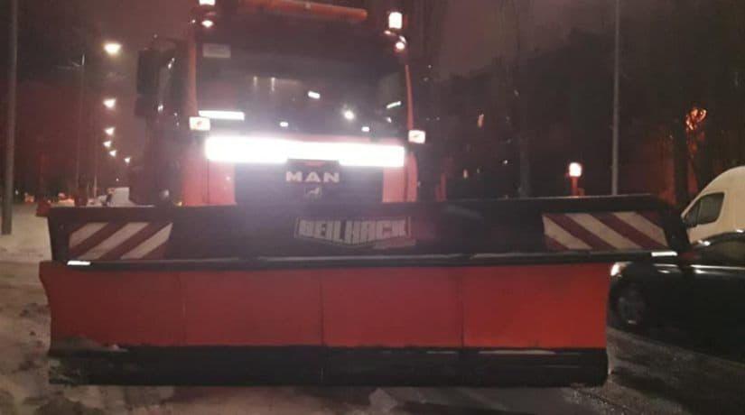 «Киевавтодор» вывел на дороги Киева 389 единиц снегоуборочной техники