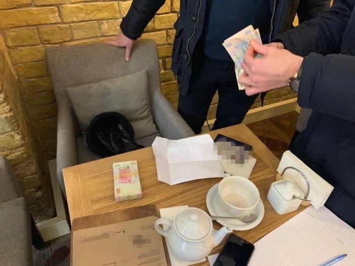 Встоличном ресторане накрупной взятке схвачен чиновник «Укрзализныци»