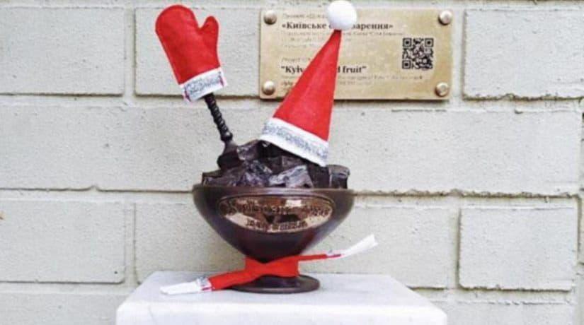 Мини-скульптуры проекта «Шукай» нарядили к праздникам