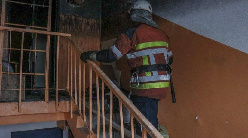 На проспекте Маяковского при пожаре в многоэтажке спасли мужчину