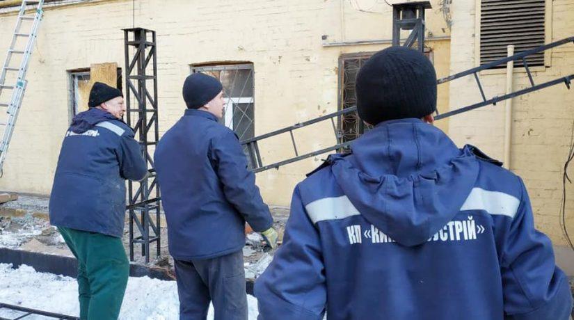 На улице Большой Васильковской демонтировали незаконную летнюю площадку