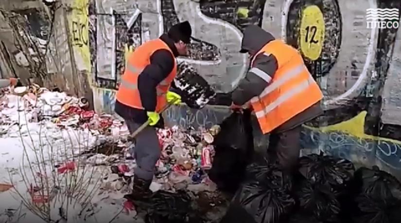 Коммунальные службы ликвидировали мусорную свалку на берегу Лыбеди