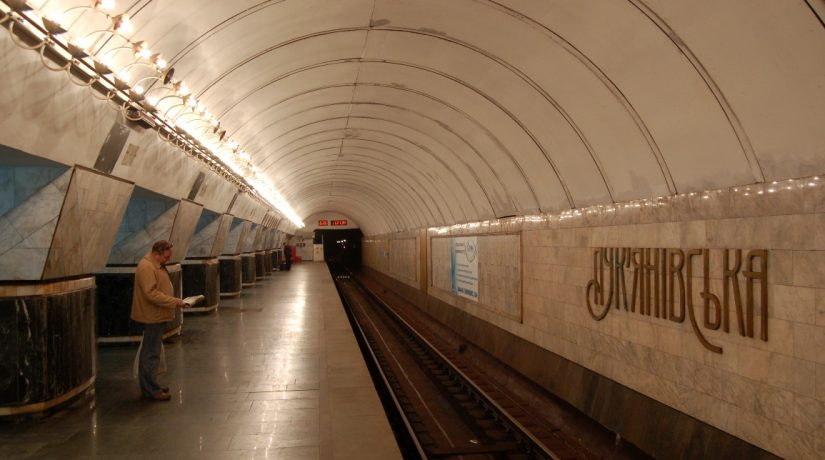 Станция метро «Лукьяновская» закрыта на вход и выход