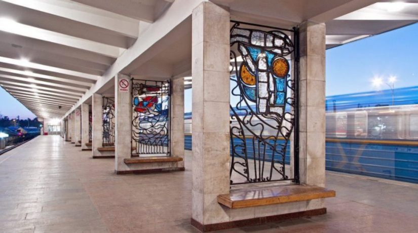 метро Лесная