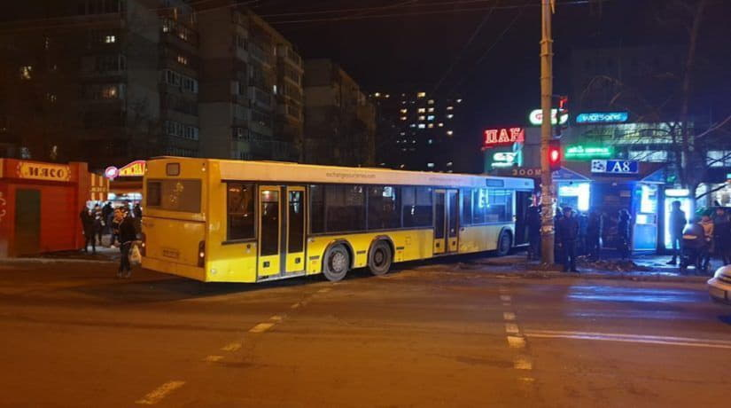 На Борщаговке автобус «Киевпастранса» въехал в МАФ