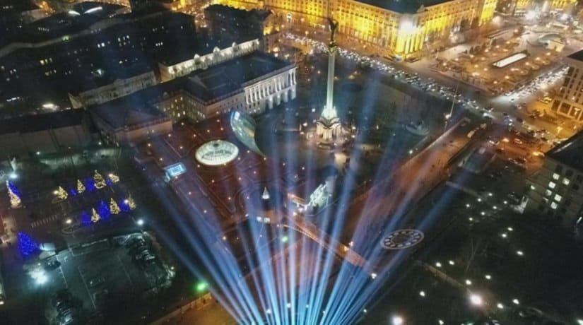 В память о Героях Небесной сотни на Майдане засветили Лучи Достоинства