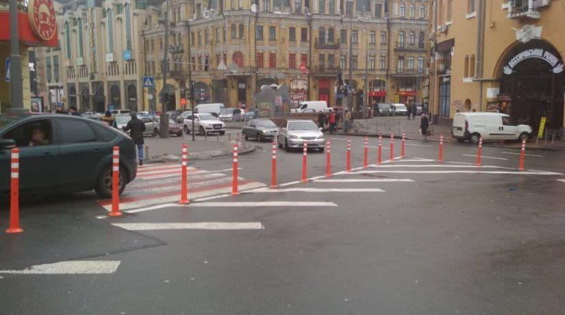 На Почтовой площади установят ограничительные столбики