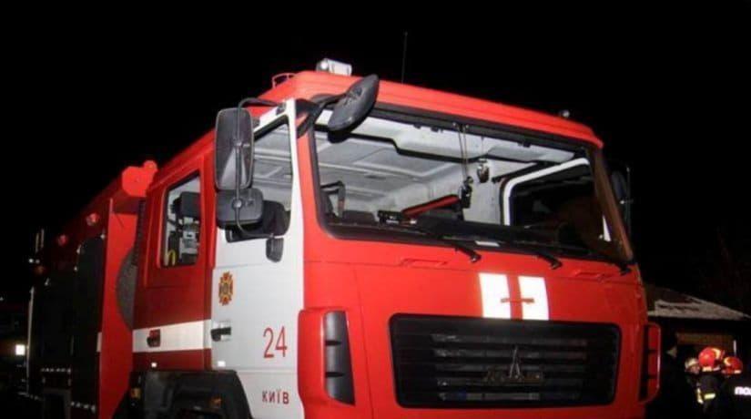 Спасатели ликвидировали пожар в двух автомобилях