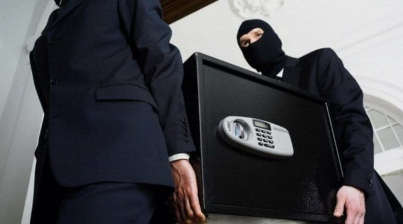 В Киеве банда грабителей украла сейф с 42 тыс. гривен