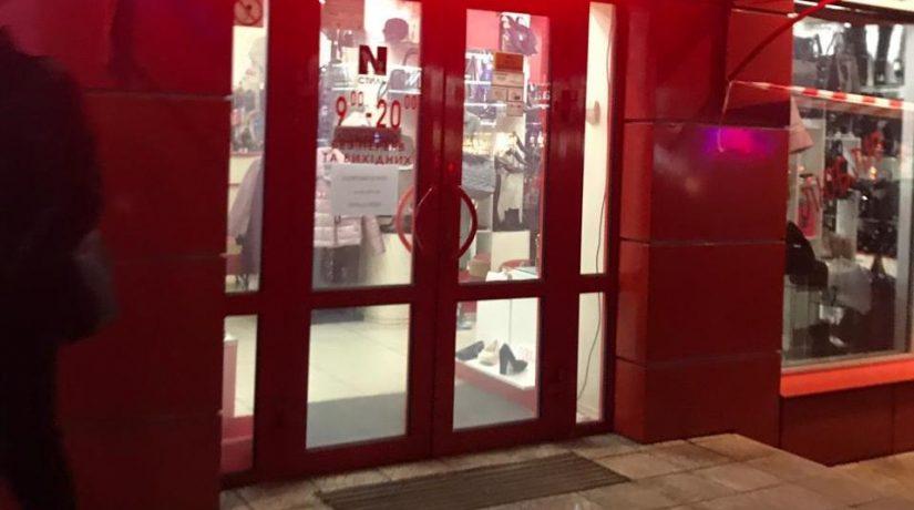 Полиция разыскивает группу лиц, ограбивших ювелирный магазин в Борисполе