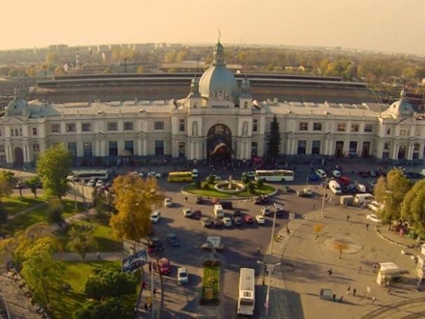 Львовская площадь перед вокзалом до реконструкции…