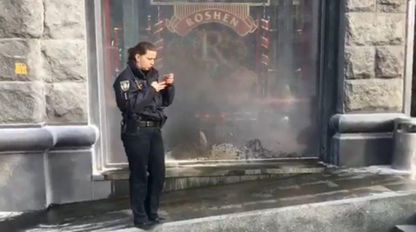 На Крещатике подожгли второй за сутки кондитерский магазин
