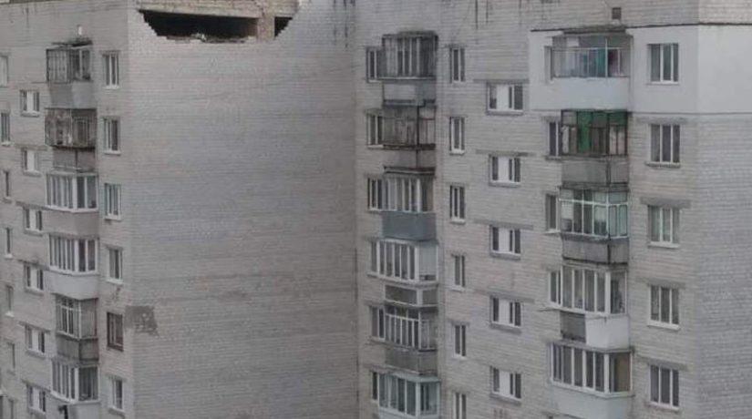В Борисполе возле дома, где обвалилась часть стены, разбился работник