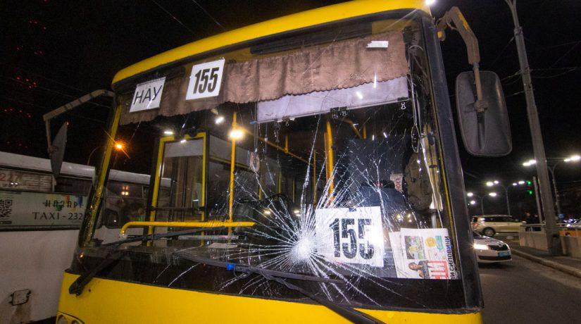 Возле метро «Дорогожичи» маршрутка сбила трех пешеходов