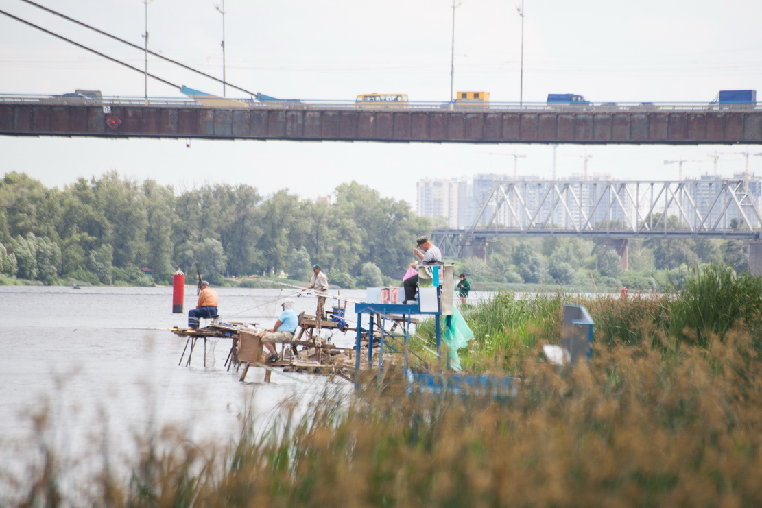 Днепр, река, пляж, рыбаки