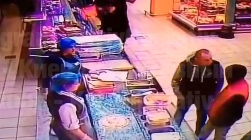 В киевском супермаркете мужчина убил покупателя с одного удара