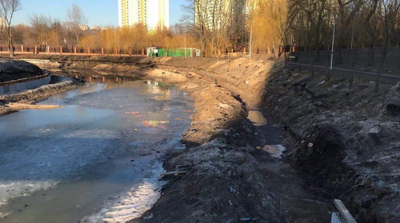 Расчистка озера в парке «Отрадный» может быть приостановлена на полгода