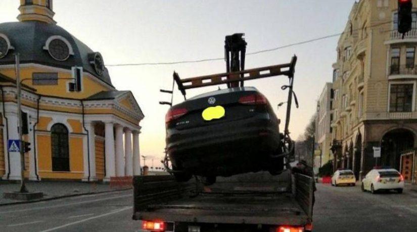 За неделю в городе эвакуировали на спецплощадку 23 автомобиля