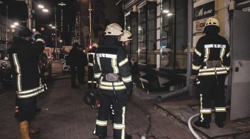 На улице Саксаганского произошел пожар в маникюрном салоне