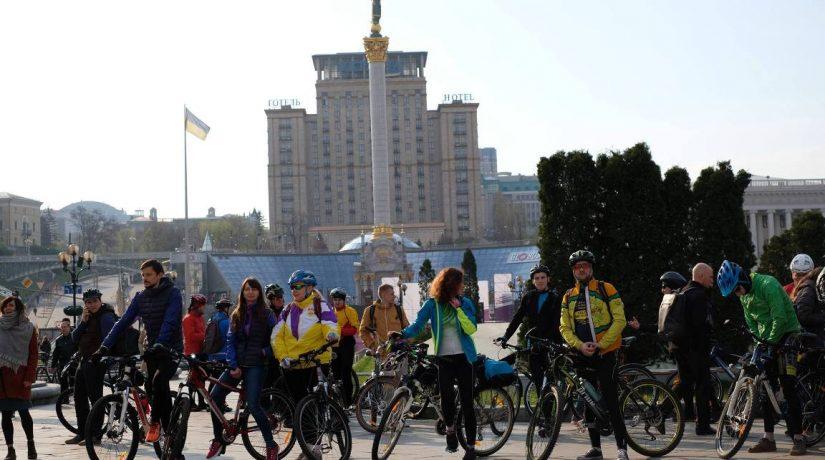 Жители Киева приняли участие во флешмобе «На велосипеде на работу»